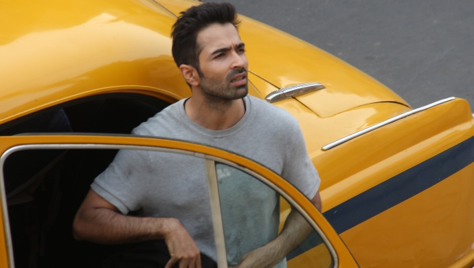 Varun Mitra in a taxi scene on the sets of Bombers